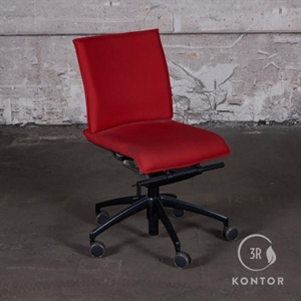 Labofa Munch kontorstol, rødt stof.