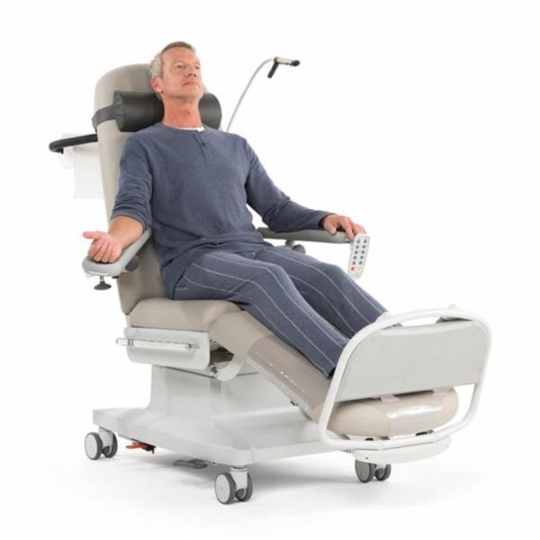 Behandlingsstol til dialyse - fuld af innovative og gennemtænkte detaljer til gavn for patienten