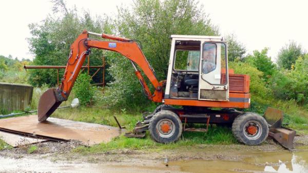 1418 Gravemaskine, trucks, m.m. sælges via Campen Auktioner