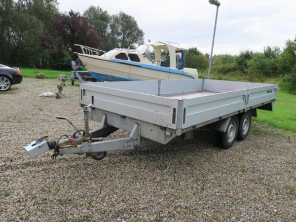 1420 Brenderup trailer, jaguar, speedbåd, m.m. sælges via Campen Auktioner