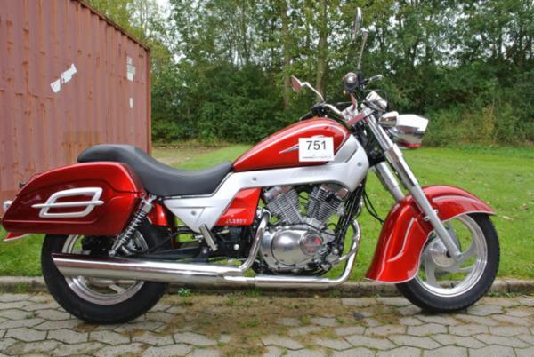 1486 Motorcykler, reservedele og solcelleanlæg sælges via Campen Auktioner
