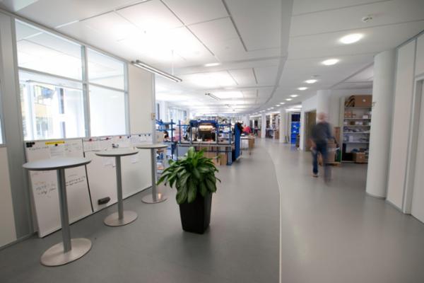 Ecophon akustiklofter med diffus ventilation - med fuld akustisk virkning over hele loftpladen