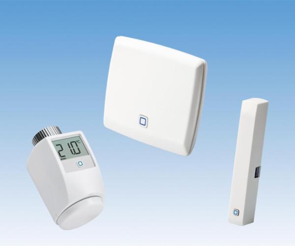 Digital radiatortermostat fra Pettinaroli; skru automatisk ned for varmen, når der udluftes.