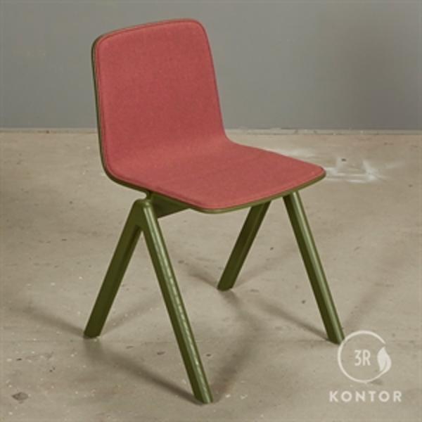 HAY CPH Chair. Grønt malet træ, rødt betræk