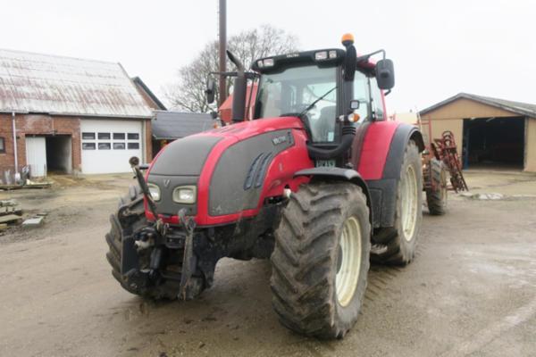 Traktor VALTRA T172 med frontlift