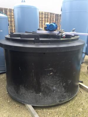 5 m3 plast tank med røreværk etc. SOLGT