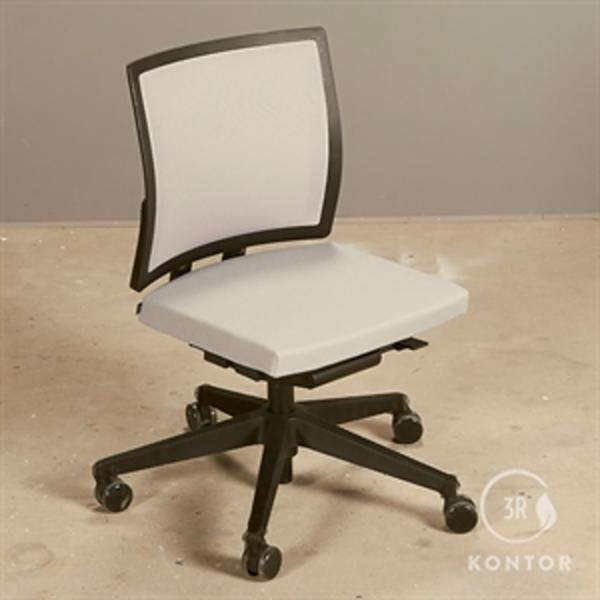 Bene kontorstol i gråt stof og mesh ryg - Demomodel