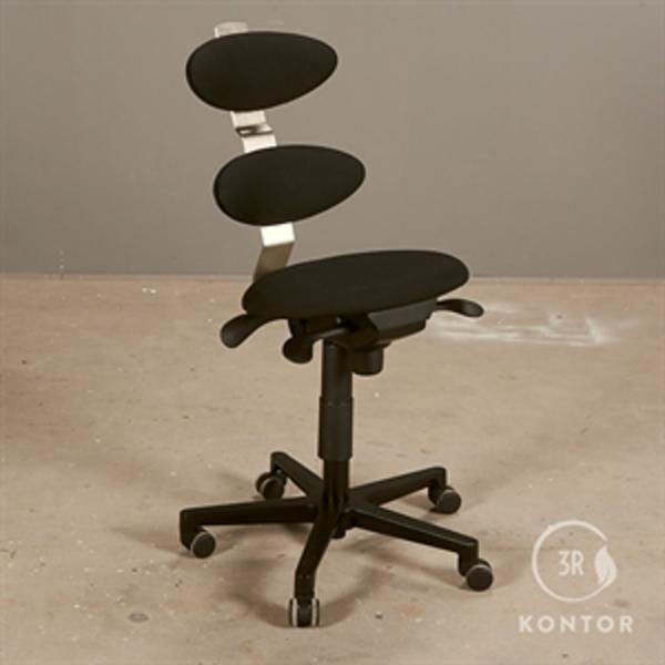 Spinella kontorstol i nyt sort polster.