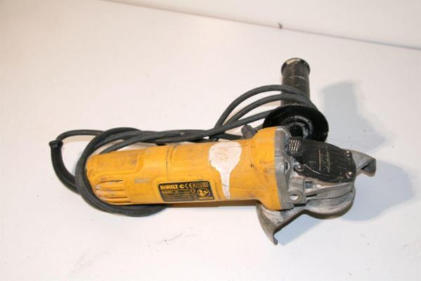 Vinkelsliber monteret med fugefræseværktøj, DeWalt D28135-Q5