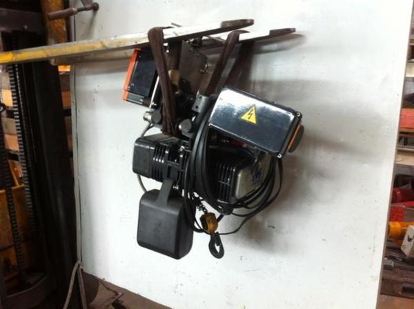 Elkædetalje, 250 kg med elløbekat + radio fra SYVEST TRADING ApS