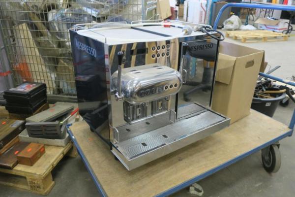 Kaffemaskine nespresso aguila 220 pro